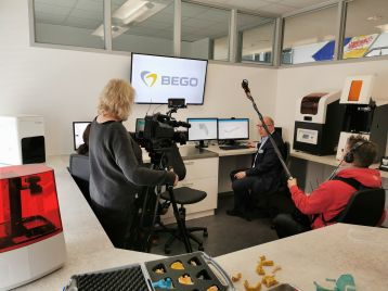 The local media show great interest in BEGO's anti-corona commitment. Christoph Weiss, Managing Partner of the BEGO group of companies, explains in an interview which measures BEGO is taking to prevent the virus from spreading. Image (© BEGO)