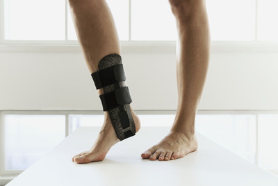 Splints used in sports: Woodcast splints are easy to form to an exact match by simply warming up the material with a hairdryer or a similar source of heat.