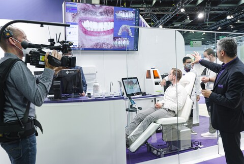 Anyone unable to visit the Cologne trade show in person can tune in online to exocad's IDS live stream for top-notch software tutorials hosted by exocad experts, first-hand impressions of the trade event and interviews with strategic partners on the showroom floor. (Source: exocad GmbH)